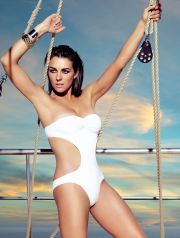LIZ HURLEY POSE POUR LA DERNIERE COLLECTION DE MAILLOTS DE BAIN MANGO  Liz Hurley for MNG swimbath collection   REPORTERS / Angeli  Ref:  00130623_000003.jpg