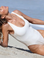 February 12, 2015: Supermodel Doutzen Kroes is seen modelling an array of swimwear and other fashion for photographer Gilles Bensimon on the beach in Miami.