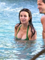 Courteney Cox filming 'Cougar Town' in Hawaii.<P>Pictured: Courteney Cox and Josh Hopkins<P><B>Ref: SPL253568  010311  </B><BR />Picture by: Splash News<BR /></P><P><B>Splash News and Pictures</B><BR />Los Angeles:310-821-2666<BR />New York:212-619-2666<BR />London:870-934-2666<BR />photodesk@splashnews.com<BR /></P>
