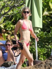 EXCLUSIVE: *NO WEB UNTIL 10AM PST, SATURDAY MARCH 15, 2014* Rosamund Pike soaks up the warm sun on a beach in Hawaii with her boyfriend Robie Uniacke <P> Pictured: Rosamund Pike and Robie Uniacke <P><B>Ref: SPL719360  140314   EXCLUSIVE</B><BR /> Picture by: DaGreenTeam/Splash News<BR /> </P><P> <B>Splash News and Pictures</B><BR /> Los Angeles:	310-821-2666<BR /> New York:	212-619-2666<BR /> London:	870-934-2666<BR /> photodesk@splashnews.com<BR /> </P>