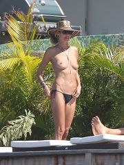Heidi Klum goes topless on her Caribbean holiday with toyboy Vito Schnabel which has been one steamy show after another. The couple continue to enjoy their St. Barts holiday with the 28-year-old boyfriend dive bombing in their swimming pool at their villa