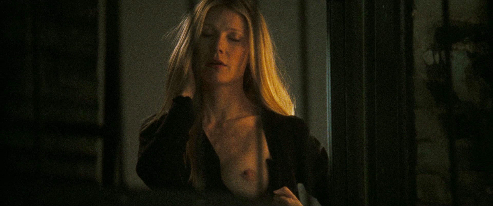 oral-sex-gwyneth-paltrow-in-two-lovers-naked-poulter-topless