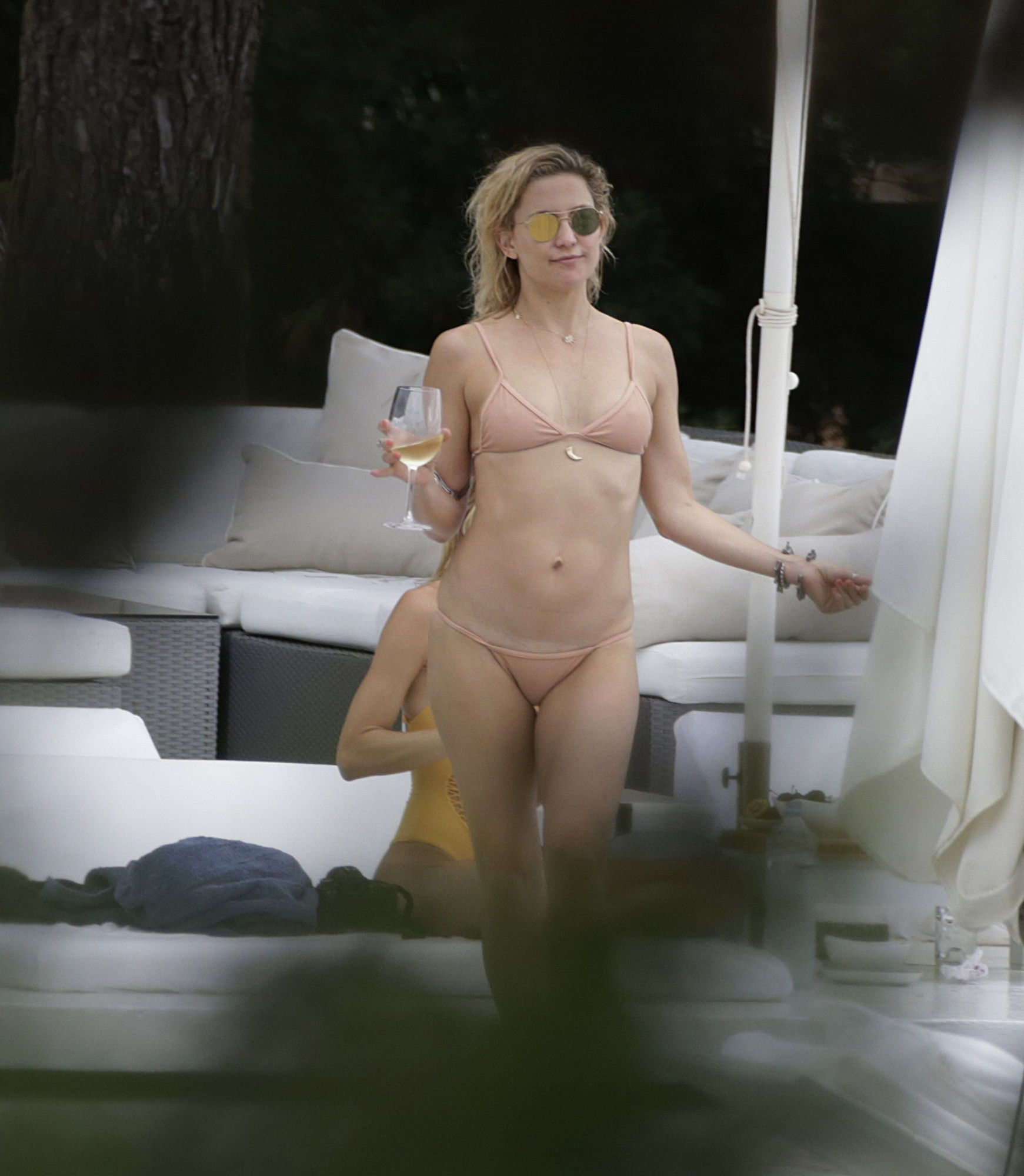 Kate hudson nude fuckes — photo 14